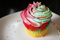 Give your cupcakes a burst of colour by making Rainbow Bright Cupcakes. Full colours of the rainbow, tasty little bites will put a smile on anyone's face Rainbow Cupcakes, Rainbow Food, Rainbow Swirl, Blue Cupcakes, Cupcake Tumblr, Delicious Desserts, Yummy Food, Colorful Cakes, Favim