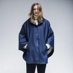 Stutterheim Öland cape in navy Rain Wear, Girls In Love, Girls Wear, Spring Summer 2015, Rainy Days, What To Wear, Rain Jacket, Windbreaker