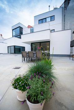 Facades, Garage Doors, Outdoor Decor, Plants, Home Decor, Decoration Home, Room Decor, Plant, Facade