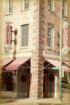 The Lady & Sons, Savannah GA  I idolize Paula Dean & would love to visit one day!