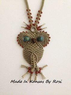 Macrame owl More Macrame Necklace, Macrame Jewelry, Macrame Owl, Bead Sewing, Micro Macramé, Macrame Design, Macrame Projects, Macrame Tutorial, Weaving