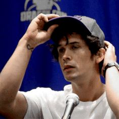Bob at the panel today fixin his cap Bellarke, Bob Morely, The 100 Tv Series, Bellamy The 100, Eliza Taylor, Film Books, The Hundreds, The Cw, Celebrity Crush