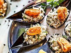 Fırında kabak mücver tarifi mi arıyorsunuz? En lezzetli Fırında kabak mücver tarifi be enfes resimli yemek tarifleri için hemen tıklayın! Turkish Recipes, Ethnic Recipes, Cold Appetizers, Tasty, Yummy Food, Gumbo, Cobb Salad, Sushi, Eggs