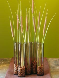 herbstdeko zaubern vasen grün glas rohrkolben nüsse