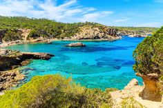 Das sind die schönsten Strände auf Ibiza | Urlaubsguru Malaga, Granada, Cabo, Nature, Outdoor, D Day, Tourism, Vacation, Landscape