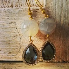 Pendent goldie #earrings with #agatastone  #pearl  and sparkling lightblue #drop