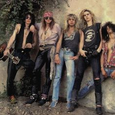 Guns N Roses, Rock N Roll, Classic Rock And Roll, Axl Rose Slash, Band Pictures, Joan Jett, Welcome To The Jungle, Rock Posters, Living Legends