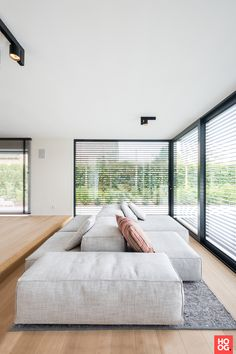 The floor space of this modern villa from the is a square. We created more space with an extension … The post Interior design modern villa in Wechelderzande appeared first on HOOG.design - Exclusive living inspiration in the United Kingdom. Minimalist Sofa, Interior Design Minimalist, Modern Villa Design, Fireplace Design, Sofa Design, Interiores Design, Living Room Designs, Interior Architecture, Home Fashion