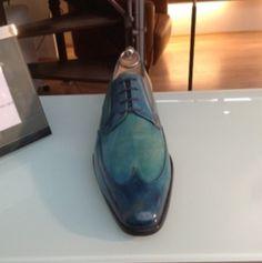 Derby avec bout golf montée sur une forme intemporelle - patine artisanale bleu océan - Derville - Paris - 1er #chaussures #souliers #homme #patine #bespoke #menstyle