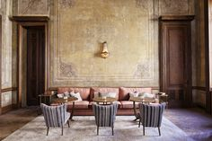 〚 Chic club hotel Soho House in s gorgeous building in Istanbul 〛 ◾ Photos ◾Ideas◾ Design Soho House Istanbul, Hotel Istanbul, Soho House Hotel, Camas King, Mad About The House, Ivy House, Wallpaper Magazine, Travel Wallpaper, Dining Room