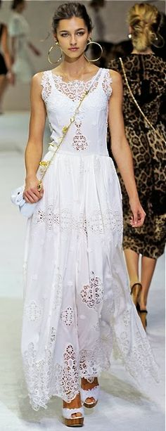 Celebrities who wear, use, or own Dolce & Gabbana Spring 2011 RTW Eyelet Lace Gown. Also discover the movies, TV shows, and events associated with Dolce & Gabbana Spring 2011 RTW Eyelet Lace Gown. Runway Fashion, Boho Fashion, Fashion Show, Womens Fashion, Trendy Fashion, Fashion Clothes, Milan Fashion, Street Fashion, Fashion Dresses