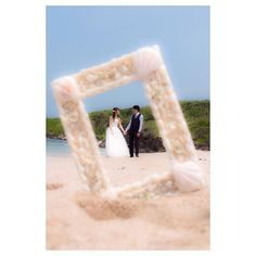 前撮りお気に入りショット♡連投すみません これはしたくて譲れなくって、カメラマンさんに無理言って頑張ってもらった☺️ フレームは沖縄で買ったもの♡ #前撮り #前撮りpic #ロケーション前撮り #前撮りアイテム #フォトフレーム #ロケーションフォト #ビーチフォト #プルメリア #サマーウェディング #プレ花嫁 #2016夏婚 #海がテーマの結婚式