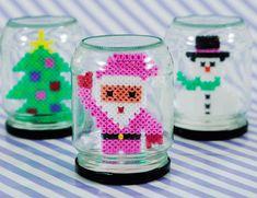 Hjemmelavede gaver børn nemt kan lave - Vores Børn - ALT.dk Easy Perler Bead Patterns, Melty Bead Patterns, Diy Perler Beads, Perler Bead Art, Beading Patterns, Christmas Perler Beads, Noel Christmas, Christmas Crafts For Kids, Holiday Crafts