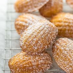 Learn how to make Classic French Madeleines with this easy recipe! These French shell cakes taste just like the ones you'd find in a Parisian boulangerie! Butter Pecan Cookies, Shortbread Cookies, Chip Cookies, Tomato Pie, Tomato Basil, Shrimp And Broccoli, Crunch, Thing 1, Raspberry Cheesecake