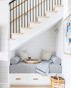 Reading nook needs to be comfortable so make certain the furniture utilized for reading is not just beautiful but also comfy. Before you may assemble a reading nook of your own, you must choose where you need to put it. Cozy Nook, Cozy Corner, Cosy, Under Stairs Nook, Under Staircase Ideas, Interior Design Under Staircase, Toilet Under Stairs, Stair Design, Staircase Remodel