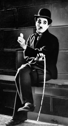 Charlie Chaplin in 1931 silent film 'City Lights' (AP Photo, file) article about his Tramp costume Charlie Chaplin Costume, Classic Hollywood, Old Hollywood, Charlie Chaplin City Lights, City Lights Chaplin, Tv Movie, Movies, Charles Spencer Chaplin, Photo Star