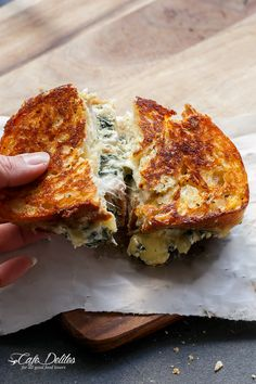 Buttery bread filled with melted Parmesan and Mozzarella cheese and Spinach Cannelloni flavours in less than 10 minutes. Spinach and Ricotta Grilled Cheese! Riccota Cheese Recipes, Grilled Cheese Recipes, Sandwich Recipes, Grilled Cheeses, Recipes With Ricotta Cheese, Gourmet Grill, Fingerfood Party, Spinach Ricotta, Wrap Sandwiches