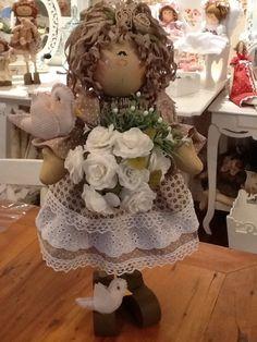 boneca de 45cm , de madeira e tecido Tecido e cores dependem de diponibilidade nos fornecedores R$ 165,00
