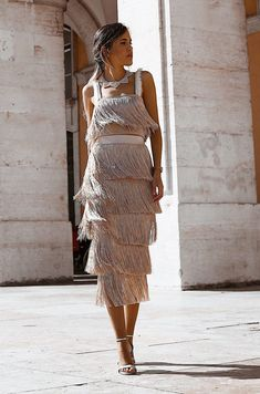 Falda Flecos Cortos Champán in 2019 Jumpsuit Dress, Dress Skirt, Dress Up, Stunning Dresses, Nice Dresses, Dress Outfits, Fashion Dresses, Elegant Outfit, Dress To Impress