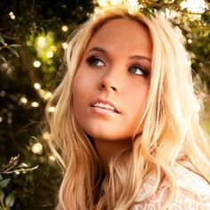 """Rachel Holder premieres her powerful new music video """"In Your Arms"""", showcasing Rachel's stunning vocal delivery. Country Music Artists, Country Singers, Rap Pictures, Female Singers, New Music, Hot Girls, Beautiful Women, Long Hair Styles, Arms"""