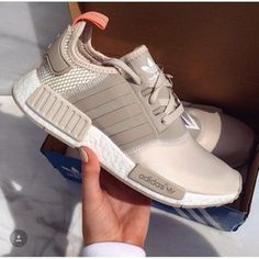 Adidas Women Shoes Tendance Basket Femme // maisieleblanc Basket Femme 2017 Description // maisieleblanc - We reveal the news in sneakers for spring summer 2017 Moda Sneakers, Sneakers Mode, Sneakers Fashion, Fashion Shoes, Sneakers Adidas, Grey Sneakers, Adidas Nmds, Shoes Sneakers, Adidas Outfit