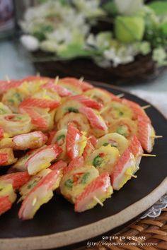 어묵꼬치전 알록달록 식어도 맛있는 전 - JJB의 세상사는 이야기 Spicy Recipes, Baby Food Recipes, Asian Recipes, K Food, Food Menu, Cooking Recipes For Dinner, Korean Food, Food Plating, Food To Make