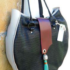 Un shopper elegante y funcional. Negro como el ébano y detalle artesanía bereber en plata