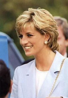 Photo of lady diana for fans of Princess Diana 18427470 Royal Princess, Princess Of Wales, Diana Fashion, Royal Fashion, Women's Fashion, Princess Diana Pictures, Princes Diana, Isabel Ii, Charles And Diana