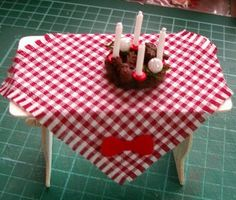 how to: miniature Christmas tablecloth