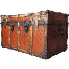 American Josiah Cummings & Son Leather Steamer Trunk Victorian Rooms, Victorian Gothic, Salvaged Furniture, Antique Furniture, Old Luggage, Brass Plaques, Steamer Trunk, Pretty Box, Advertising Signs