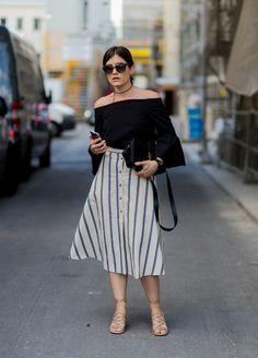 Pin for Later: Lasst euch inspirieren vom Stil der Hauptstadt mit den besten Street Style Bildern der Berlin Fashion Week  Carola Pojer mit einem Rock von Asos, Tasche von Saint Laurent, Sandalen von Chloé.