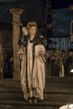 I loved lagertha's outfit but zoom in close to those shoes... WORKBOOTS?!?!??