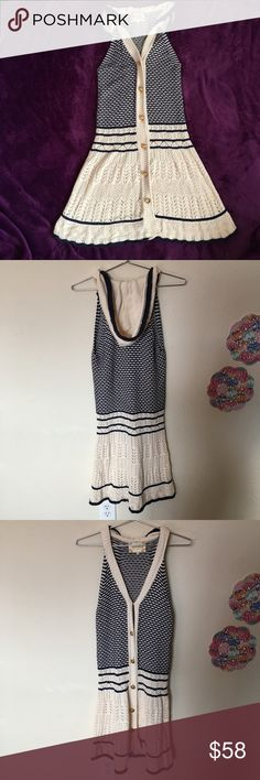 """Anthropologie Lia molly hoodie brickwork dress Length: 33.5"""" Underarm: 14""""  All items are measured with garment laying flat.  If you have any questions feel free to ask.  Check out my other items listed. Anthropologie Dresses Midi"""