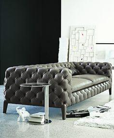 Sophisticated handmade contemporary sofa with Italian design - Decoist Studio Furniture, Sofa Furniture, Furniture Design, Chesterfield Sofa, Italian Interior Design, Home Interior Design, Sofa Drawing, Plush Couch, Modern Sofa Designs
