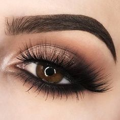 Eye makeup can easily enhance your attractiveness and help to make you look and feel stunning. Find out the way in which to use make-up so that you are able to show off your eyes and stand out. Uncover the very best tips for applying make-up to your eyes. Makeup Eye Looks, Dramatic Eye Makeup, Dramatic Eyes, Eye Makeup Tips, Smokey Eye Makeup, Makeup Inspo, Eyeshadow Makeup, Makeup Inspiration, Makeup Kit