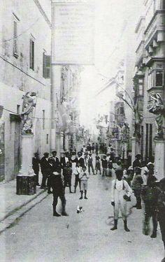 1920 - Vittoriosa (main street) during St Dominic's feast.