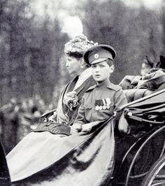 Empress Alexandra Feodorovna of Russia with Tsarevich Alexei Nikolaevich Romanov of Russia. Tsar Nicolas Ii, Tsar Nicholas, Familia Romanov, Anastasia Romanov, Royal Families Of Europe, House Of Romanov, Alexandra Feodorovna, Imperial Russia, Queen Victoria