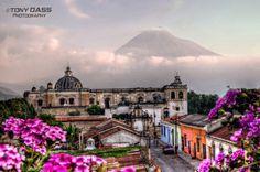La Antigua Guatemala, Patrimonio de la Humanidad La Antigua, es reconocida por su bien preservada arquitectura renacentista españolacon fachadas barrocasdel Nuevo Mundo, así como un gran n...