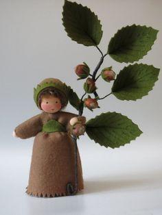 Haselnuss  Blumenkind  Jahreszeitentisch von Katjas Puppenstübchen auf DaWanda.com