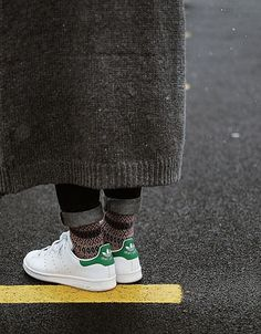 New Sport Chic Winter Stan Smith Ideas Stan Smith Green, Stan Smith Outfit, Mode Outfits, Fashion Outfits, Sneaker Trend, Sport Fashion, Womens Fashion, Trendy Fashion, Adidas Originals Sneaker