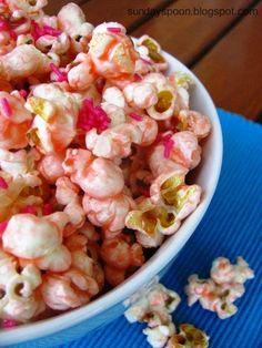 Pink popcorn with white chocolate / Ροζ ποπκορν με λευκή σοκολάτα