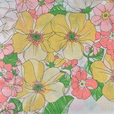 <p>Jolie nappe rectangulaire vintage en coton avec motif de fleurs en…