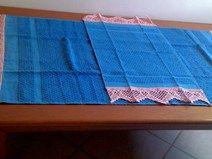 coppia di asciugamani con bordura a filet con cuori