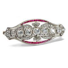 Feinstes Geschmeide - Juwelenbrosche mit Diamanten & Rubinen um 1910. Photo © 2015 Hofer Antikschmuck Berlin