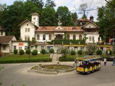 """Willa """"Pałac"""" w Szczawnicy powstała w latach 1864–1866 nad galerią. Projektował ją sam Józef Szalay. Obecnie mieści się w nim siedziba Muzeum Pienińskiego im. Józefa Szalaya."""