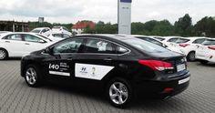 Samochód demonstracyjny z przebiegiem, rok produkcji 2014 oferowany przez autoryzowanego dealera Hyundai w Lubinie.   Hyundai i40 Sedan 2,0 GDI benzyna (177 KM) wersja comfort Lakier - czarny metalik -PHANTOM BLACK  Wnętrze Ciemne Cena samochodu z lakierem metalik -92,700zł   http://hyundai.lubin.pl/oferta/hyundai-i40-sedan/25