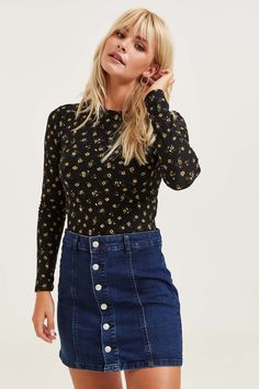 Shop new arrivals at Ardene for a variety of tops, bottoms, dresses, lingerie, shoes and accessories. S Girls, Short Girls, Free Clothes, Clothes For Women, Tennis Fashion, Fashion Advice, Fashion Ideas, Long Sleeve Crop Top, Asian Fashion