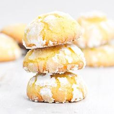 BISCOTTI TENERI AL LIMONE: la ricetta.  LEMON SOFT COOKIES: the recipe.  www.paneperituoidenti.it #food #foodblog #foodphotography #paneperituoidenti #lemon #cookies #eggs #sugar #butter #flour #bisquits #homemade #instacucina #instafood #baked #oven #recipe #vegetarian #limone #soft