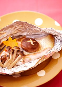 【鮭ときのこのホイル蒸し】 焼き上がりにバターとしょうゆをかけてもおいしくいただけます。 野菜はねぎやもやしなどお好きなものをどうぞ! Candida Overgrowth, Fodmap Recipes, Japanese Food, Food And Drink, Cooking, Ethnic Recipes, Seafood, Kitchens, Kitchen