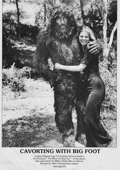 Bigfoot and Lindsay Wagner aka the Bionic Woman Christopher Eccleston, Doctor Who, Photos Rares, Retro, Bigfoot Sasquatch, Buddy Guy, Andre The Giant, Bionic Woman, Extinct Animals